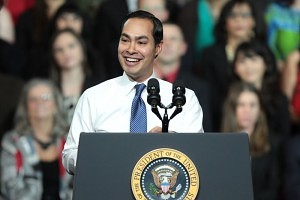 Secretary Castro introducing President Obama at a recovering housing sector event in Phoenix, Arizona, January, 2015 – courtesy of Gage Skidmore, Wikimedia Commons