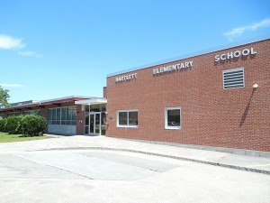 Pinardville's Bartlett Elementary School, site of Burt's meeting – courtesy of John Phelan, Wikimedia Commons