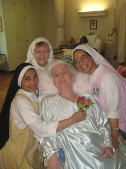 Hawthorne Dominican sisters caring for their guests (Courtesy of Hawthorne Dominican Sisters)