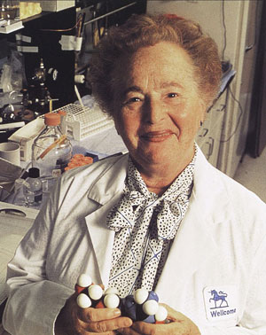 Gertrude Elion at her lab. (Wikimedia)