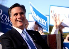 Mitt_Romney_laughing_at_rally (1)