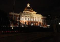 Massachusetts_State_House_at_night