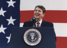 Photograph_of_President_Reagan_at_a_Reagan-Bush_Rally_in_New_York_-_NARA_-_198556