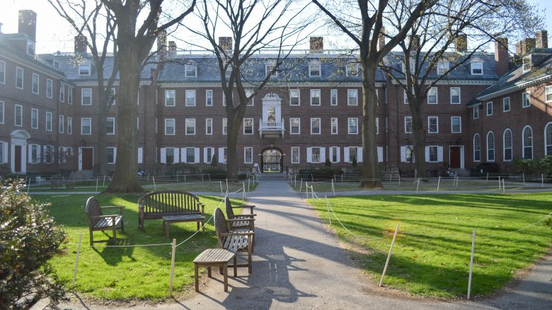 Harvard Slaps Down Final Clubs With Leadership Ban