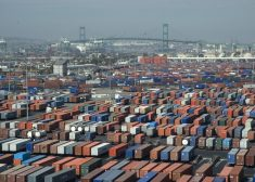 APL Terminal in Port of L.A./Long Beach