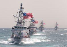 Cyclone-class_patrol_ships_in_the_Persian_Gulf_in_March_2015