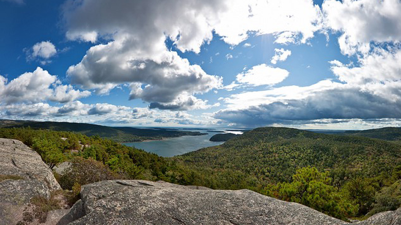 The view from Acadia Mountain/Mohammad Noman (Flickr Commons)