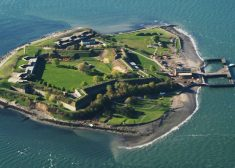 Georges_Island_and_Fort_Warren_in_Boston_Harbor