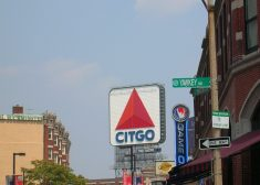 Citgo_sign_and_Yawkey_way