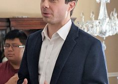 Pete Buttigieg Photo — Merrimack, New Hampshire — 2019 — Wikipedia — Saved Wednesday 4-24-2019